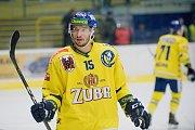 Hokejisté Přerova (ve žlutém) sestřelili Kadaň 8:2. Jakub Šlahař.