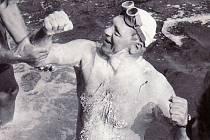 Od historického úspěchu prvního přemožitele kanálu La Manche Františka Venclovského uplyne v sobotu 30. července přesně 45 let. Snímek zachycuje tento okamžik.