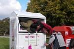 Bezdomovec uvízl v Přerově ve speciálním kontejneru na textil