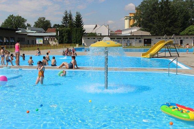 Otevření zmodernizovaného areálu koupaliště vKojetíně