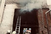 Požár v průjezdu budovy na Žerotínově náměstí v Přerově, 14. dubna 2021