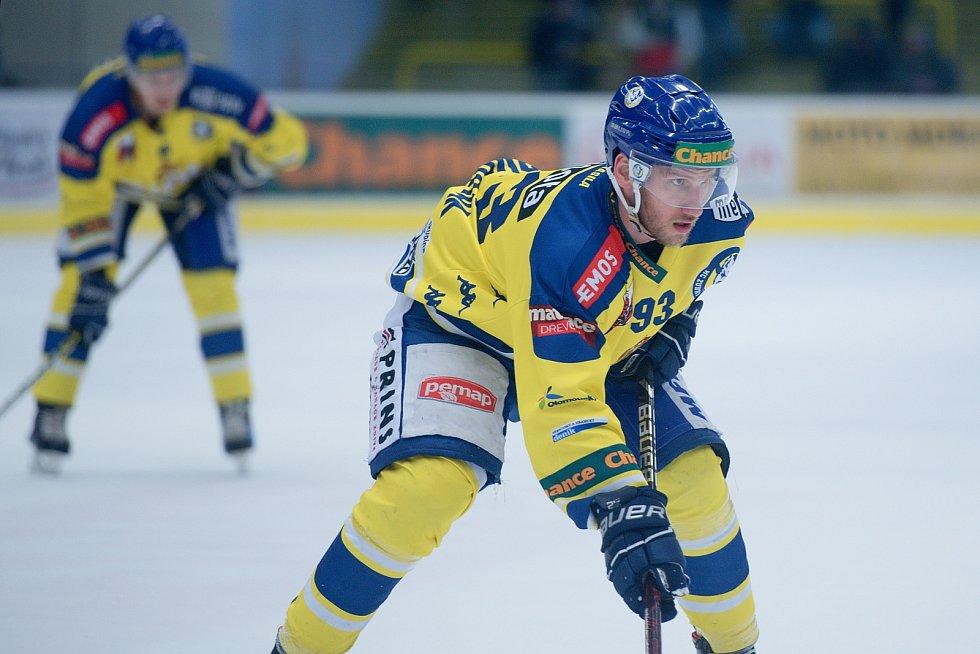 Hokejisté Přerova (ve žlutém) doma porazili Litoměřice 3:1. Filip Dvořák