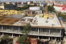 Stavba betonového skeletu nového Prioru v Přerově. Konec září 2015