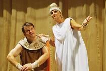 Odysseus aneb Lepolero ro(c)ku přerovského divadla Dostavník. Zdeněk Hilbert s Boženou Weiglovou, představitelkou bohyně Athény