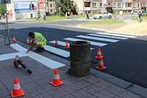 Práce v Palackého ulici v Přerově finišují, přibylo dopravní značení a nově vyznačený je i přechod u spořitelny.