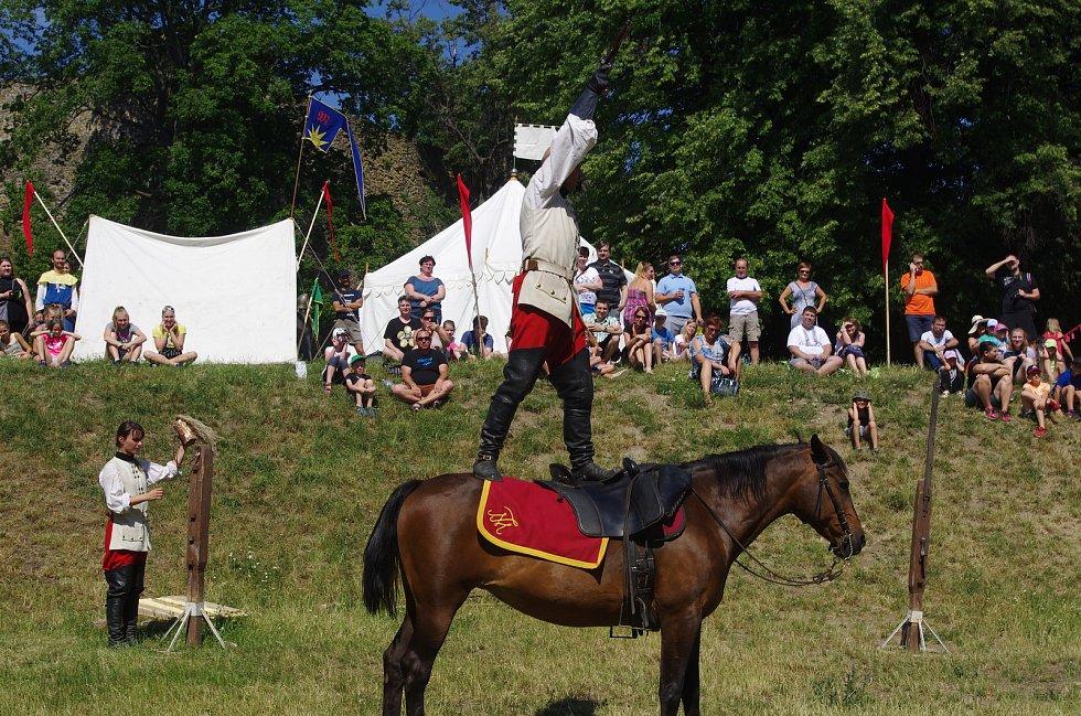 Nádvoří hradu Helfštýna se během svátečních dní zaplnilo. Konala se zde tradiční Helfštýnská pouť.