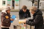 Rozdávání polévky bezdomovcům v Prostějově