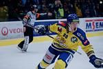 Hokejisté Přerova (ve žlutém) v utkání se Vsetínem. Jakub Navrátil a jeho radost