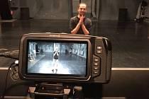 S Radimem Peškou si můžete večer zkusit taneční lekci. Divadlo Ponec je vysílá každou středu.