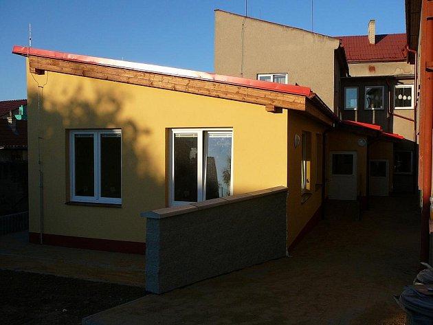 Základní a mateřská škola Loučka vLipníku nad Bečvou se dočkala nové družiny. Stavba si vyžádala náklady za bezmála dva miliony korun