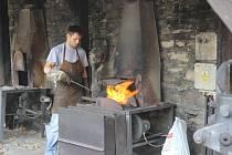 Na Helfštýně začalo v sobotu Kovářské fórum, které vždy navodí atmosféru blížícího se celosvětového setkání uměleckých kovářů Hefaiston. To připadne na příští víkend.