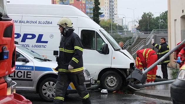 Tragická nehoda v Jateční ulici: dodávka srazila chodce