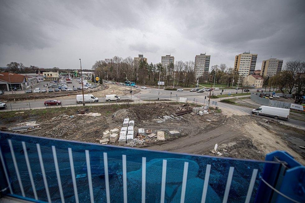 Křižovatka u Lidlu pod novou přerovskou estakádou v Předmostí, duben 2021