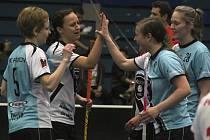Ženy FBC Přerov (ve světle modré) na závěr sezony rozstřílely tým Nový Jičín/Frenštát 11:1.