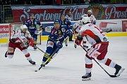 Hokejisté Přerova (v modrém) porazili v domácím derby Prostějov 4:3 po samostatných nájezdech.