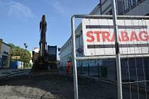V Přerově se v pondělí uzavřela kvůli opravám Kratochvílova ulice v centru města a řidiče čekají opět krušné časy.