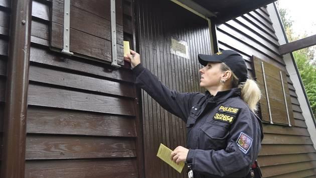 Do chatových oblastí v Kokorách, Čekyni či Penčicích zavítali tento týden přerovští policisté, aby poučili majitele před nadcházející zimní sezonou, jak zabezpečit majetek před nenechavci.