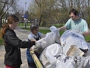 """Akce """"Ukliďme Svět v okolí řeky Bečvy a lagun"""