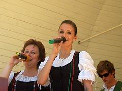 Moravská Veselka a její posluchači v parku Michalov