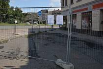 V Přerově začala demolicí budov na rohu Komenského a Škodovy ulice stavba průpichu