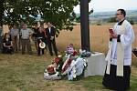 Památník masakru na Švédských šancích. Kříž z dílny uměleckého kováře Jiřího Jurdy vysvětil přerovský kaplan.