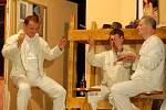 Komedie Světáci v podání dřevohostického ochotnického divadla
