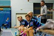Fotbalisté FBC Přerov (v modrém) proti Orlové