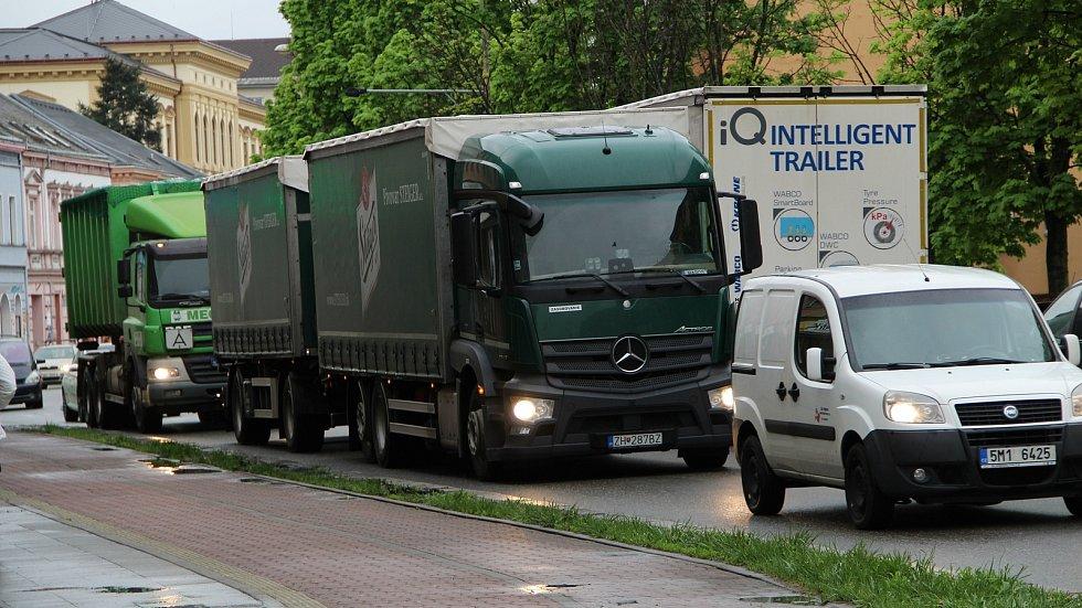 Po otevření nové estakády v Předmostí se kamiony nahrnuly do centra Přerova. 14. května 2021