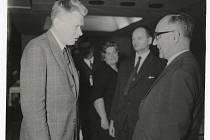 Karel Rosmus  - předseda Městského národního výboru v Přerově, který v srpnu 1968 nepodal ruku ruským okupantům. Na snímku s J. Smrkovským na stranickém aktivu v Přerově v roce 1968.