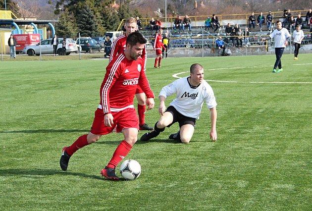 Fotbalisté Kozlovic (v bílém) v generálce na divizní jaro přehráli Ústí 3:0. Petr Černotský.