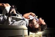 Mrazivá hudební komedie Honzo vstávej!