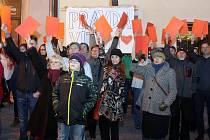 Setkání s občany na náměstí TGM v Lipníku nad Bečvou - červené karty pro prezidenta