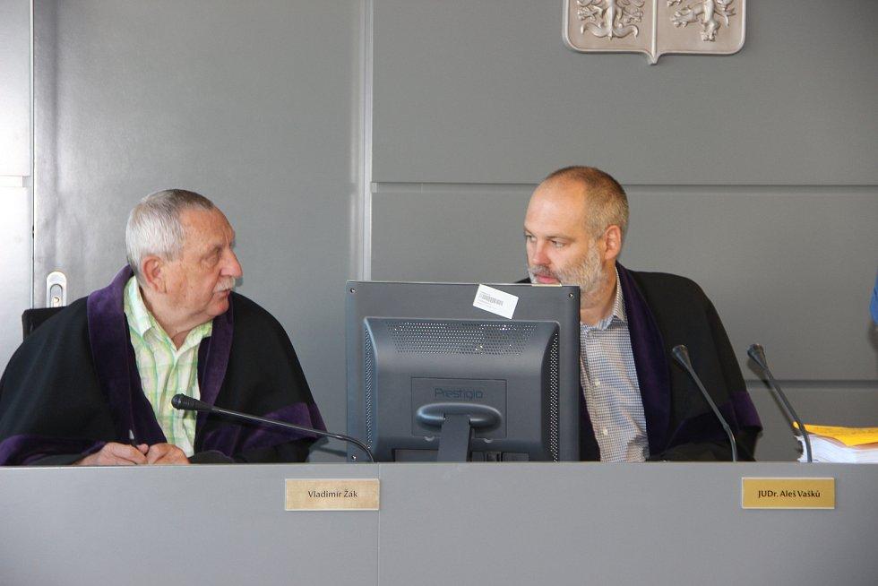 Pavel Nárožný u krajského soudu v Olomouci v červenci 2017