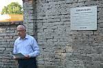 Na židovském hřbitově v Přerově byla ve čtvrtek odhalena pamětní deska, která připomíná slavného rodáka - židovského skladatele a klavíristu Gideona Kleina. Město si letos připomíná sto let od jeho narození.