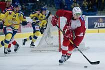 Hokejisté Přerova (ve žlutém) doma nestačili na pražskou Slavii.