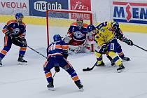 Hokejisté HC Zubr Přerov (ve žlutém). Ilustrační foto