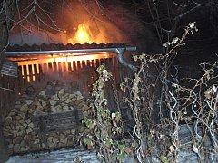 Požár kůlny v Přerově-Vinarech