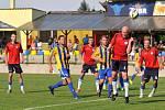 Fotbalisté Kozlovic (žluto-modrá) proti Polné