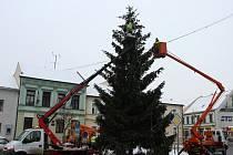 Odstrojování a kácení vánočního stromu v Přerově
