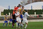 Fotbalisté FK Kozlovice (ve žlutomodrém) proti Havířovu