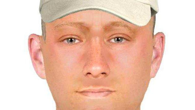 Policie hledá muže, který u prodejny drogerie v ulici Velká Dlážka v Přerově a vytrhl jí kabelku
