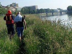 Záchrana muže z řeky Bečvy v Přerově