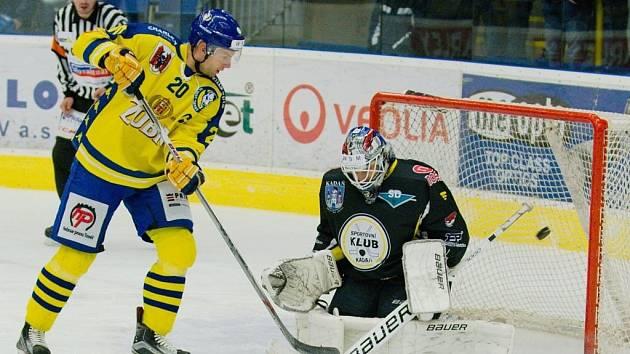Hokejisté Přerova (ve žlutém) proti Kadani.