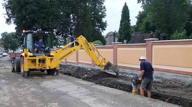 Opravená hřbitovní zeď u městského hřbitova v Přerově