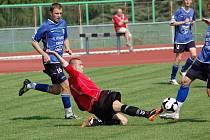 Starší dorostenci 1.FC Přerov (v červeném) porazili vrstevníky z Vítkovic 5:3 (3:2)