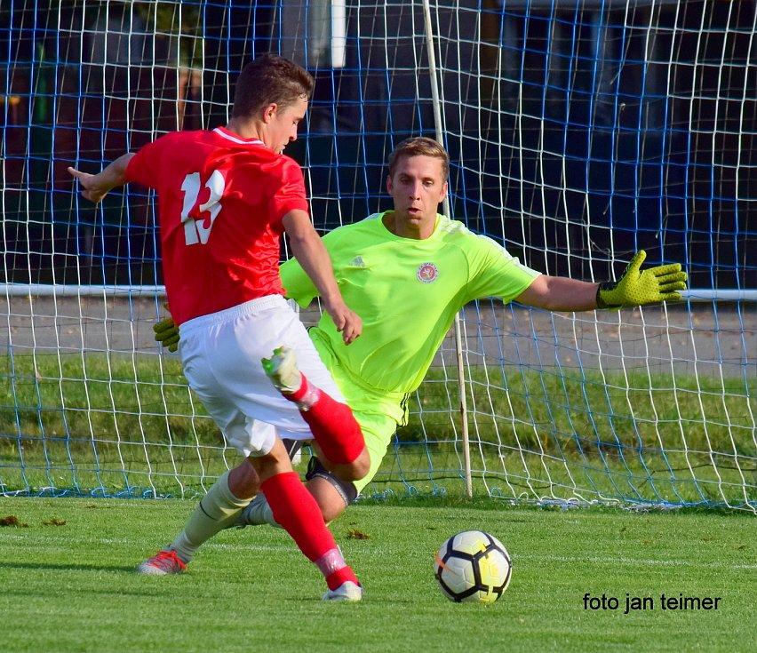 Fotbalisté Brodku u Přerova (v červeném) proti FK Spartak Lipník nad Bečvou.