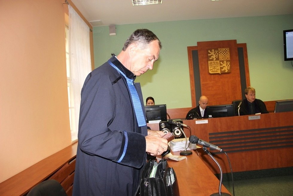 U Okresního soudu v Přerově začalo v úterý 6. září hlavní líčení s obžalovaným strážníkem, který loni v lednu u baru Lumír zastřelil třiadvacetiletého mladíka.