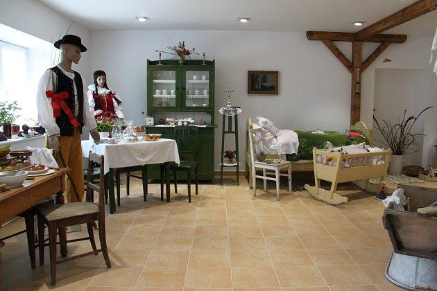 Velikonoční výstavou otevřeli pátek 18.dubna ve Veselíčku malé vesnické muzeum, jež má přiblížit tradice a historii obce inárodopisné oblasti Záhoří.
