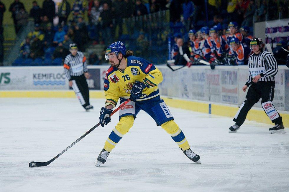 Hokejisté Přerova (ve žlutém) doma porazili Litoměřice 3:1. Jaroslav Moučka
