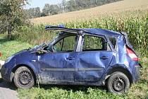 Při těžké nehodě, která se stala ve čtvrtek mezi Tučínem a Pavlovicemi, utrpěla vážné zranění mladá žena